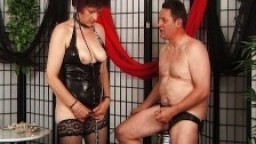 Couple mature s'adonne à des jeux BDSM