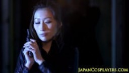 Julia ninja à gros seins perforée