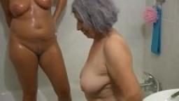 Une grand-mère avec une mature