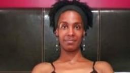 Jeune black britannique prend son premier bukkake