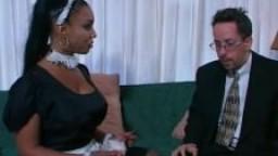 Soleil femme de ménage black à gros seins