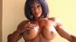Femme bodybuilder et clitoris géant