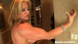 Aziani Iron mature bodybuilder Wanda Moore gros clitoris