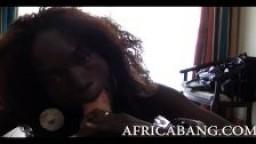 Amateur africaine baisée sur le lit