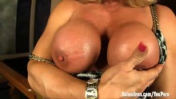 Aziani Iron mature female bodybuilder nue
