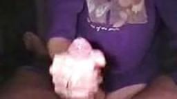 Des filles font des branlettes avec éjaculation