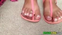 Les pieds d'une brésilienne en gros plan