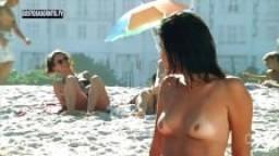 Les jolis seins d'une brésilienne filmés