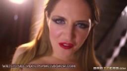 Star du porno britannique adore les grosses bites dans le cul