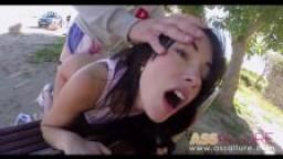 Ava Dalush britannique à gros cul baisée sur un banc