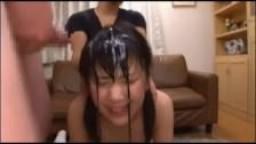 Bukkake pour une jeune asiatique baisée