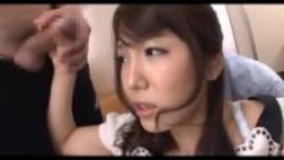 Ejaculations faciales pour une japonaise après le travail
