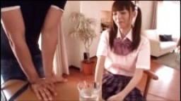 Ejaculation faciale pour une jeune étudiante japonaise