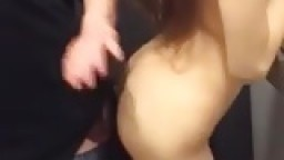 Une chinoise trop bonne baisée dans une cabine d'essayage