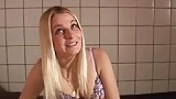 Prostituée blonde d'amsterdam suce un canadien