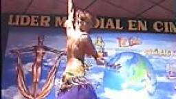 La danse du ventre et le striptease d'une arabe à gros seins - Film porno