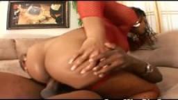Mère célibataire black avec un gros cul