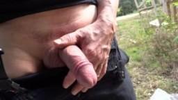Pisse en public 02 - Vidéo gay amateur hd