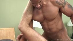 Vidéo porno interraciale du gay black Robert Axel et du jeune Christian Taylor hd