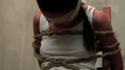Femmes fouettées jusqu'au sang pendant un show de punition hd