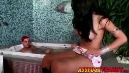 Transsexuel brésilien enculé durement par Ricco hd