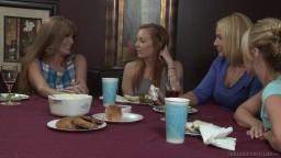 Un repas entre amies se termine en sexe sur le lit hd