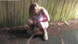 femme nu qui fait pipi salope a grosse bite