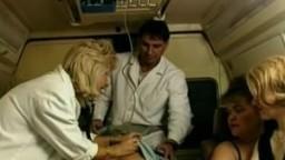 Des auxiliaires médicales naines
