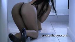 Striptease chaud avec une malaisienne hd #05