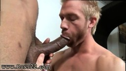 Un blond se fait farcir par une grosse bite gay black #06