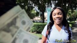 Arrêtée dans la rue, on lui propose de baiser contre de l'argent hd #05