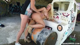 Une blonde argentine baisée dans un hangar désaffecté hd #04