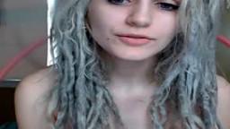 Une jeune rasta blanche avec des tous petits seins hd #01
