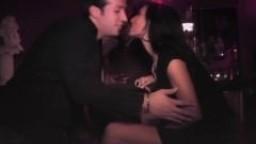 Ils ont donné rendez-vous à cette arabe dans un club pour une séance de sexe anal
