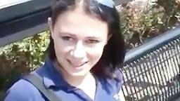 Une jeune femme de 18 ans abordée sur le quai d'une gare en direction d'Amsterdam - Film x amateur