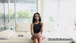 Une beauté black passe une audition porno et nous dévoile son cul - Vidéo x - #03