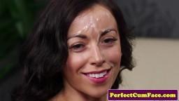 Il immortalise l'éjaculation faciale de Brit - Vidéo x hd - #02