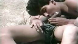 Un jeune gay mexicain se fait sucer par son copain au bord de l'eau - Film x - #01