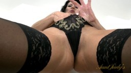 Une femme sexy se masturbe la chatte en culotte - Vidéo porno - #02