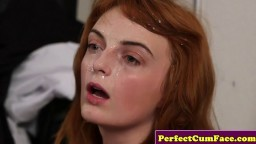 Une rousse habillée de bas se prend une éjaculation faciale au bureau avant de se masturber - xxx hd - #02