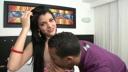 Une jeune brune latine commence sa carrière de star du porno - Vidéo x - #04