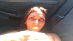 Une gitane bulgare fourrée sur le siège arrière d'une voiture - Vidéo porno amateur - #02