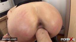 La secrétaire Anita est sauvagement punie par son patron - Film x hd