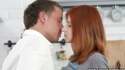 Une jeune rousse à embrasser et baiser sans hésitation - Film porno hd - #02