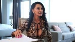 Cette vieille américaine a encore beaucoup de charme pour faire lever une queue - Vidéo porno - #02