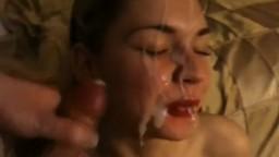 Vidéo amateur de sa jeune copine qui se prend une grosse éjaculation faciale - Vidéo x - #02