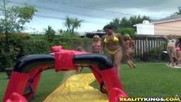 Josh et Taylor ont organisé une fête dans leur piscine avec plein de petits cul dans le jardin - xxx - #08