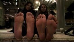 La plante des pieds de deux jeunes indiennes - Vidéo x