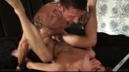Erik Grant détruit l'anus de Lukas Cipriani à grand coups de queue - Vidéo x hd