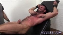 Fétichisme, bondage et chatouilles - Vidéo porno gay